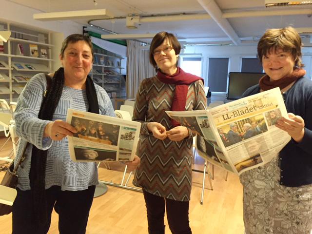 Eija Roisko (keskellä) esitteli Sillalla-seminaarin pääluennoitsijoille Juliet Goldbartille ja Janice Murraylle Kehitysvammaliiton toimintaa.